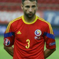 Capitán de Rumanía y futbolista del Rayo Vallecano, Rat ha sido designado mejor lateral izquierdo por la UEFA durante la fase de clasificación de la Eurocopa 2016. Un bravo defensa que realiza un incansable trabajo en la banda izquierda. Foto:DPA