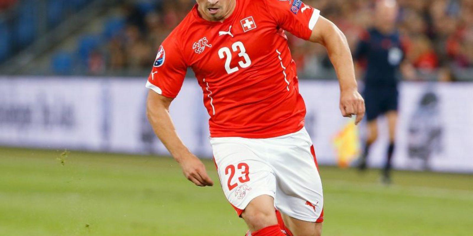 Salido de la academia del Basilea, la cantera balcánica de Suiza, Shaqiri mide apenas 1,69 metros, pero su velocidad y potencia despierta ilusión en su país. '¡Tenemos nuestro propio Messi!', exclamó el diario 'Blick' tras su 'hat-trick' ante Honduras en Brasil 2014. Tras ganar el triplete con el Bayern Múnich en 2013, fichó por el Inter de Milán y esta temporada se convirtió en el fichaje estrella del Stoke City. Foto:DPA