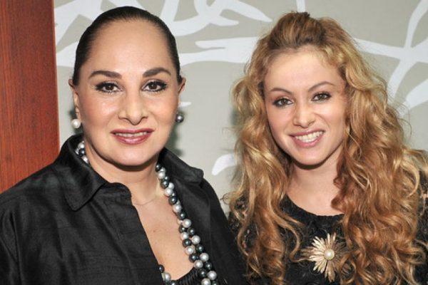 Paulina Rubio pide oraciones por salud de su mamá