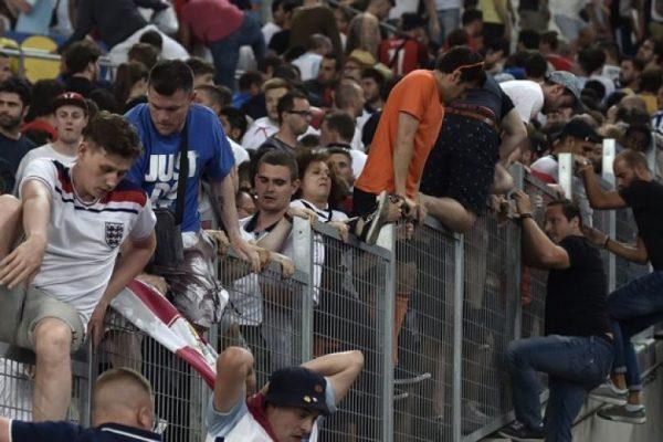 Eurocopa: Hinchas de Rusia e Inglaterra se fueron a los puños