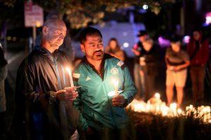 Miles de personas se congregaron en las principales plazas para guardar luto Foto:AFP