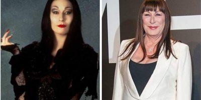 Anjelica Huston le dio vida a Morticia Addams. La artista de 64 años también es conocida por su talento para la comedia.