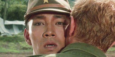 """Reafirmó este estatus con el beso que le dio a Ryuichi Sakamoto en la película """"Feliz Navidad, Sr. Lawrence"""" (1983). Foto:vía Getty Images"""