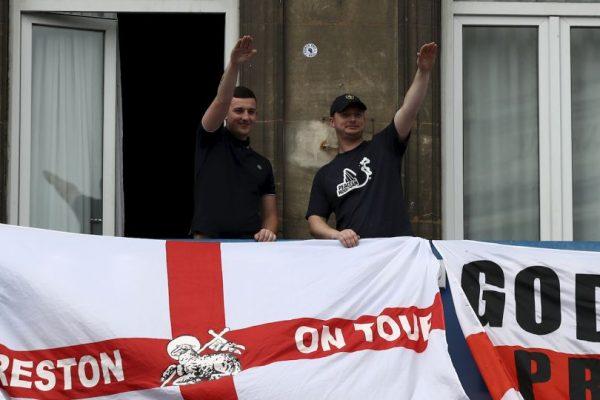 Vergonzoso: Hooligans ingleses humillaron a niños gitanos en Lille