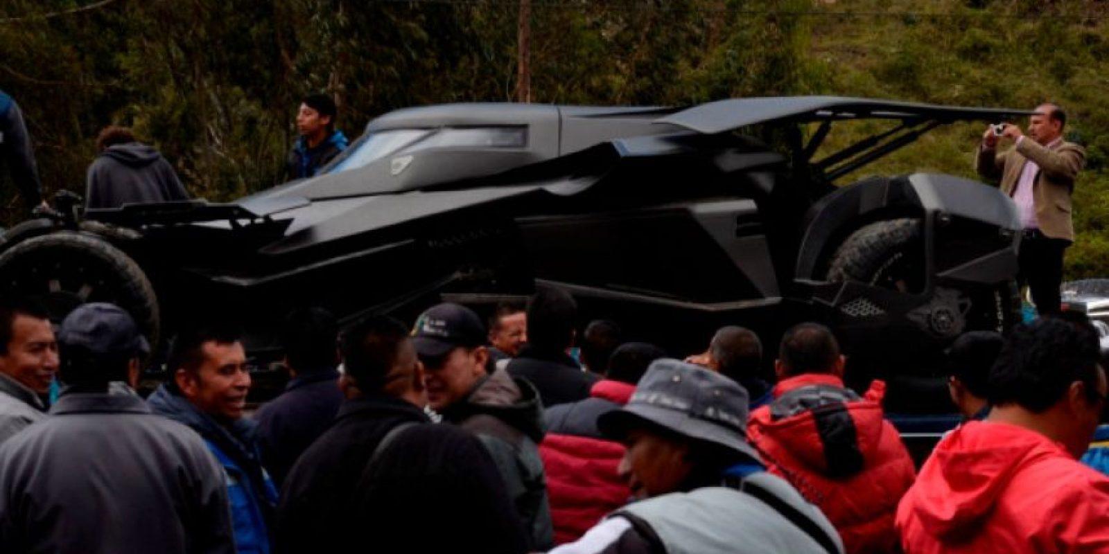 El camión que transporta el carro