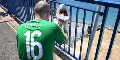 El fanático cayó de una baranda desde ocho metros directo al mar Foto:Getty Images