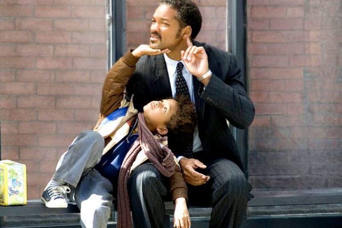 En busca de la felicidad. (2006) Chris Gardner busca ser un corredor de bolsa, pero para eso pasará miles de penurias con su hijo, como vivir sin un techo. (Foto: Internet)