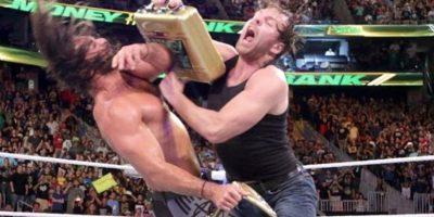 Seth Rollins conquistó el Campeonato Mundial de Peso Pesado al vencer a Roman Reigns Foto:WWE