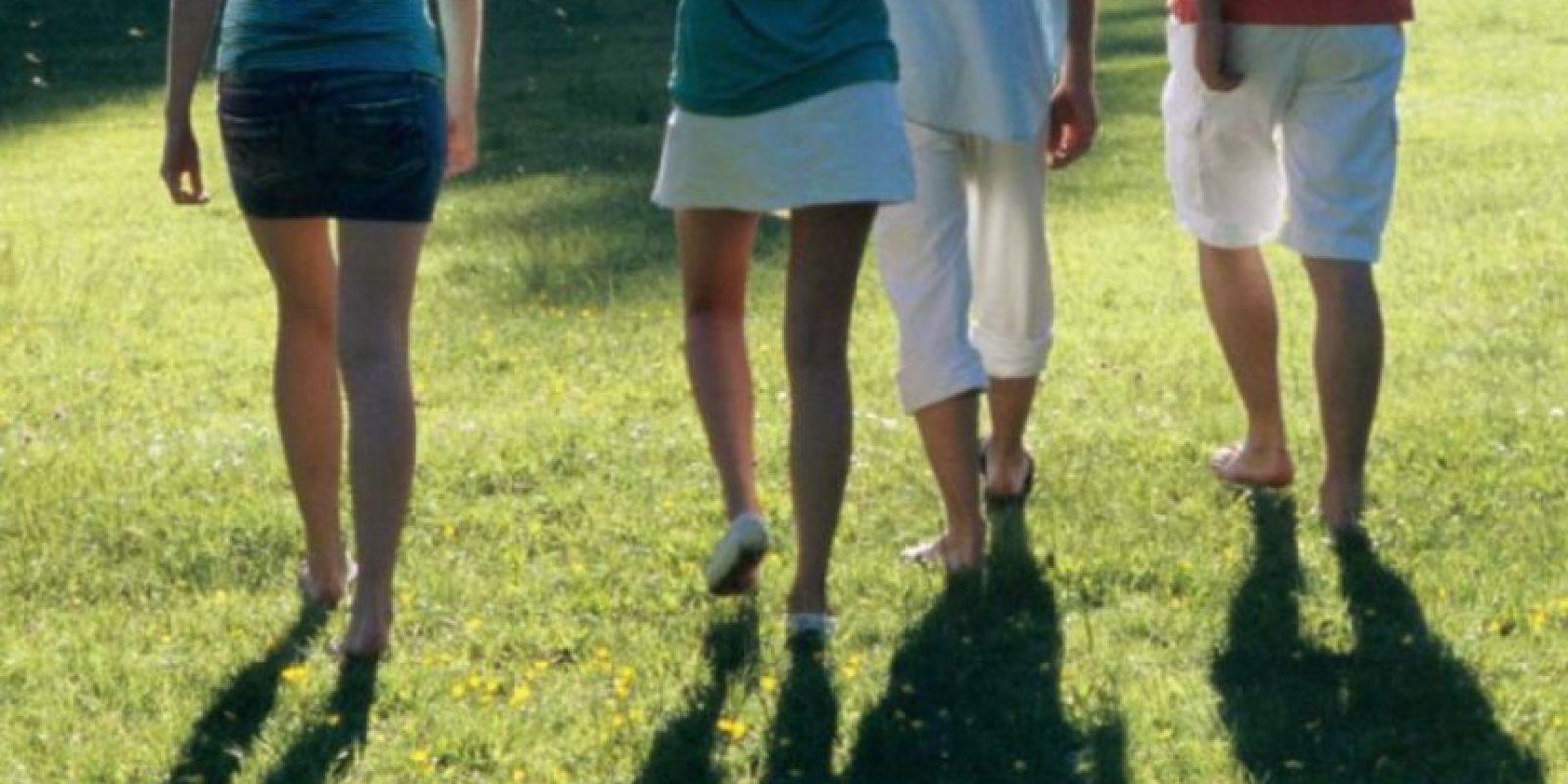 Caminar: sin los hombros arriba, con el pecho erguido y preferiblemente, sin entumirse. Foto:vía Getty Images