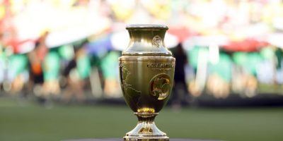 Chile o Argentina pelean por la anhelada Copa América Centenario y en la Conmebol proponen que el ganador juegue con el campeón de la Eurocopa Foto:Getty Images