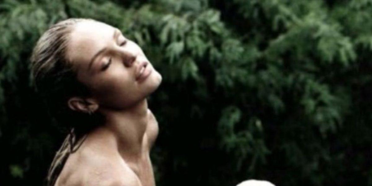 Ángel de Victoria Secret se desnuda para revista