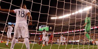 Ospina evita un gol en su portería durante un partido entre Colombia y Perú Foto:EFE