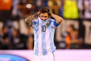 El delantero no aguantó la nueva caída y no seguirá jugando más por Argentina Foto:AFP