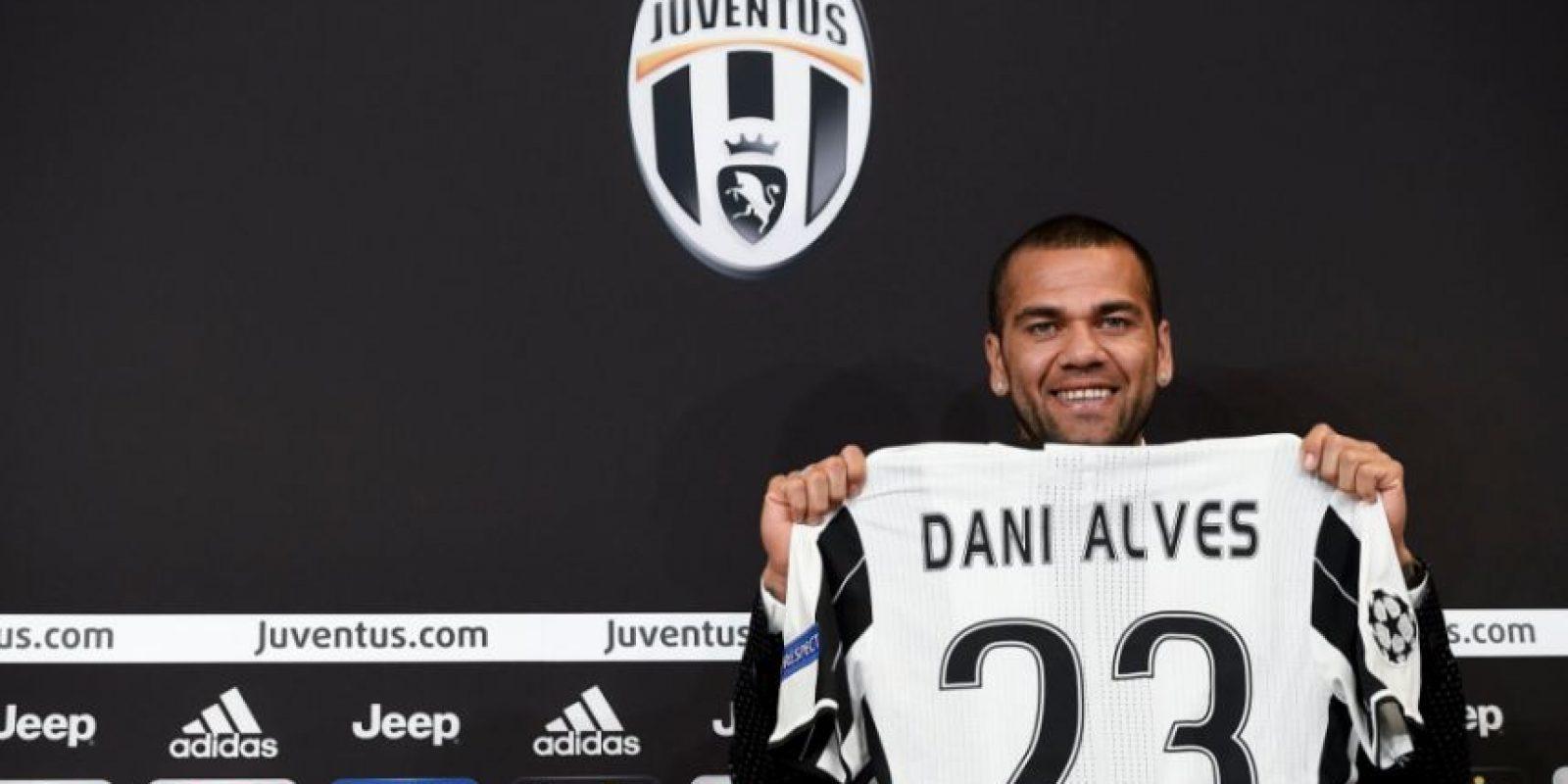 El '2' ya no será el dorsal que estará en la espalda de Dani Alves Foto:Sitio web oficial de Juventus