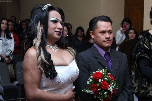 Matrimonio Simbolico Colombia : Primer matrimonio simbólico glbt se realizó en cuenca metro ecuador