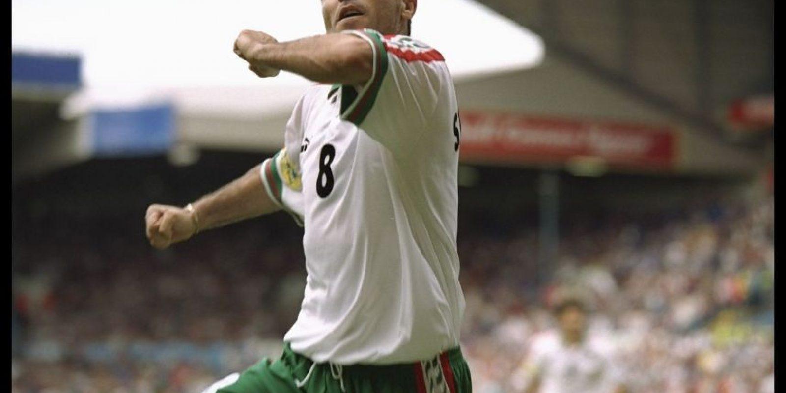 Hristo Stoichkov cierra nuestro listado con el único tanto de Bulgaria ante Rumania por la fase de grupos de la Eurocopa 1996 Foto:Getty Images