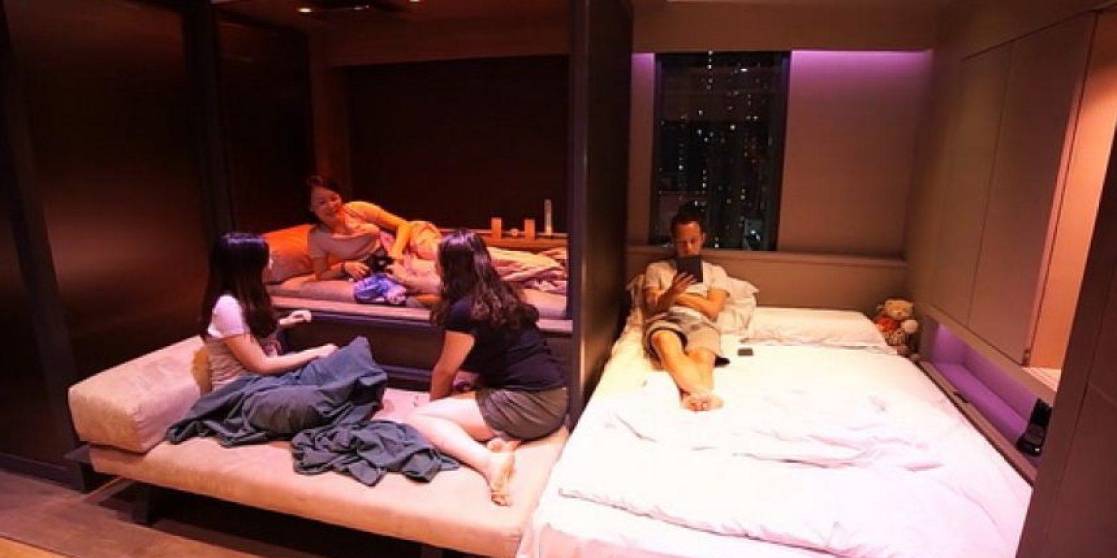 El área de baño y sala se puede adaptar para recibir a unos cuantos invitados. Foto:LAAB