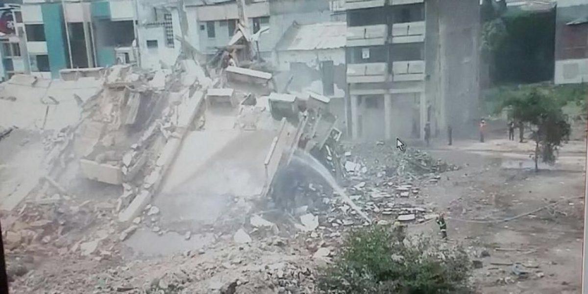 Video de implosión del centro comercial de Portoviejo