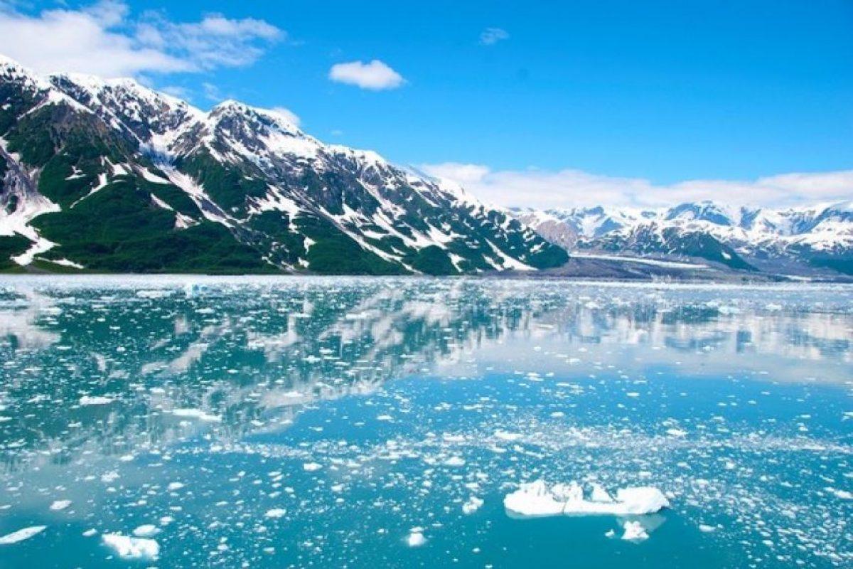 Alaska (EE.UU.) El Estado de Alaska ofrece unos 2.500 dólares a sus habitantes para que sigan viviendo allí, pese a las duras condiciones climáticas. Quienes quieran cobrar dicha renta deben demostrar que viven allí más de seis meses al año y que carecen de antecedentes penales.