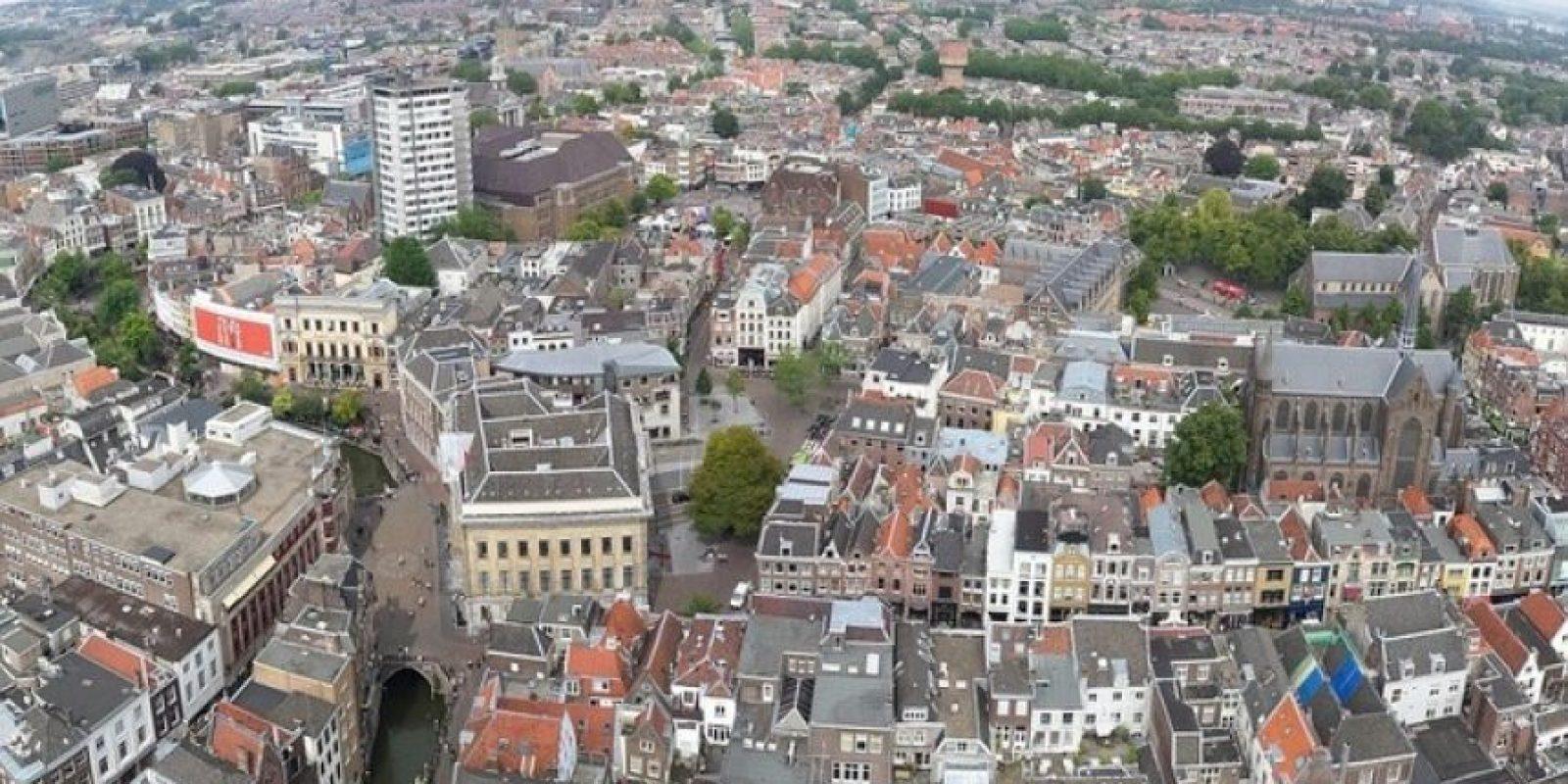 Utrecht (Países Bajos) Situada en el corazón de Holanda, Utrecht lleva a cabo un experimento social, consistente en el pago de una renta básica de 1.000 dólares a sus habitantes solo por vivir allí. El objetivo del estudio es averiguar si sus ciudadanos saben manejar el dinero con eficacia