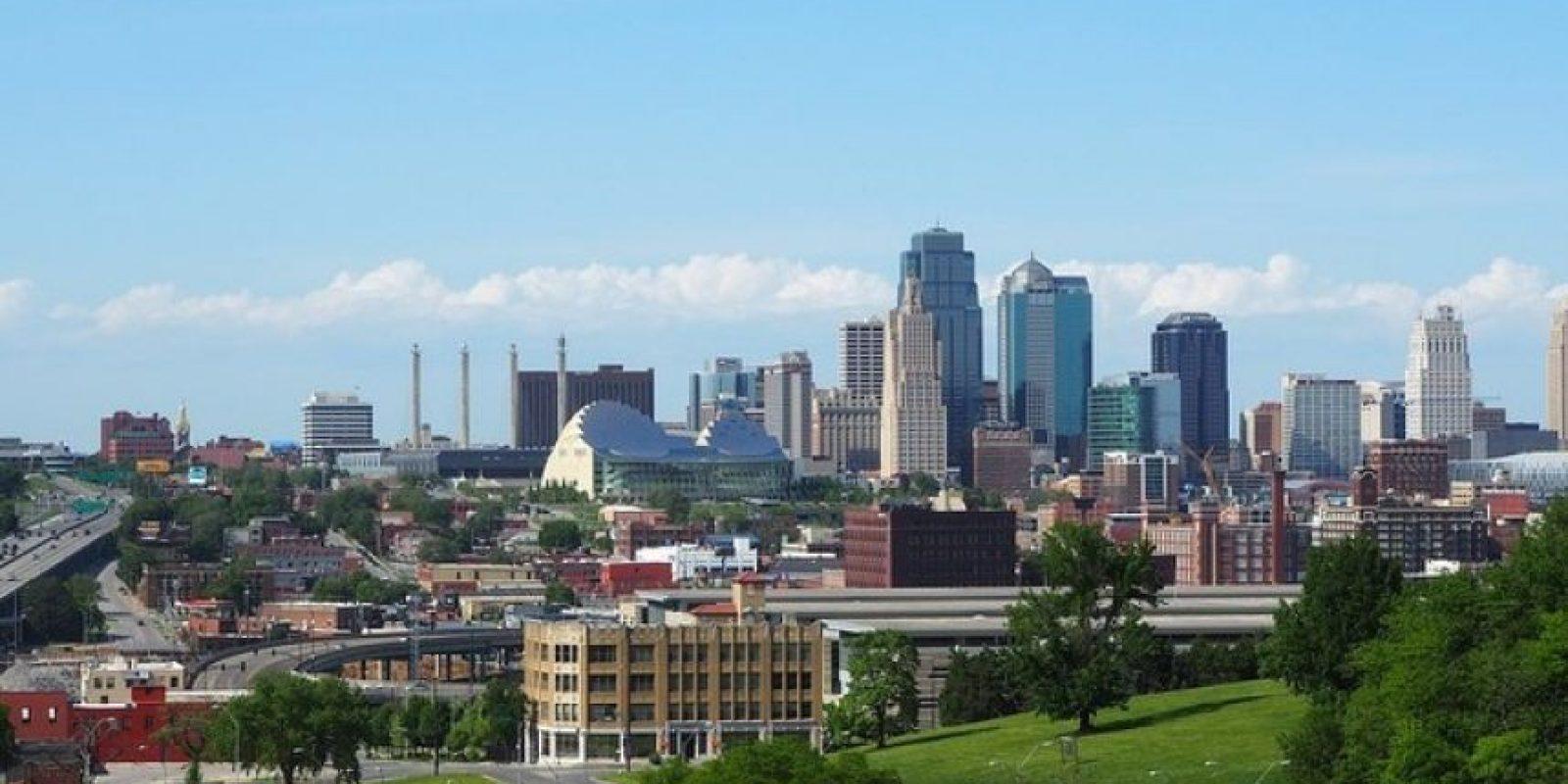 Kansas (EE.UU.) Varias ciudades de este Estado ofrecen parcelas de tierras a nuevos residentes para combatir el descenso de la población. Las condiciones para acceder a estas ayudas varían de una ciudad a otra, siendo indispensable vivir en ellas durante un período determinado de tiempo.