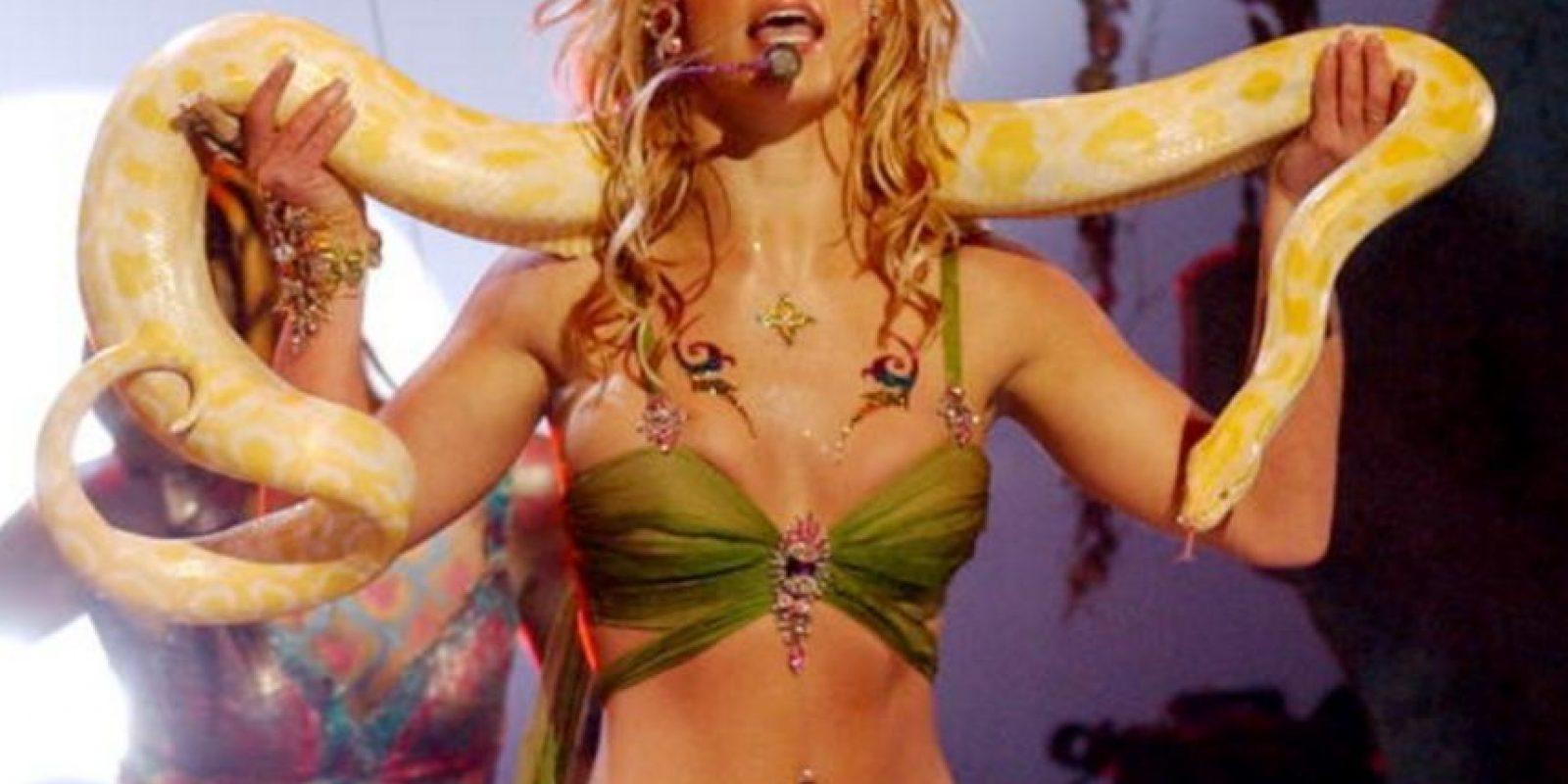Lo volvió a hacer en 2001. Fue famoso este show con la serpiente. Foto:vía Getty Images