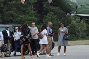 Los Obama regresaron de sus vacaciones Foto:AFP