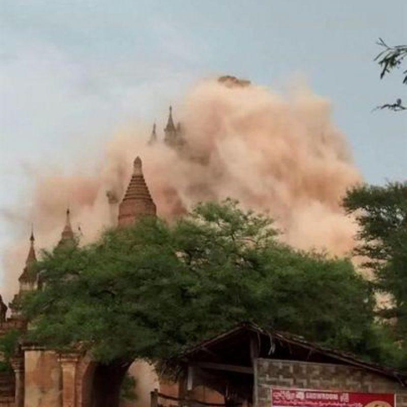 Templo hundiéndose durante un terremoto en Bagan, Birmania Foto:EFE