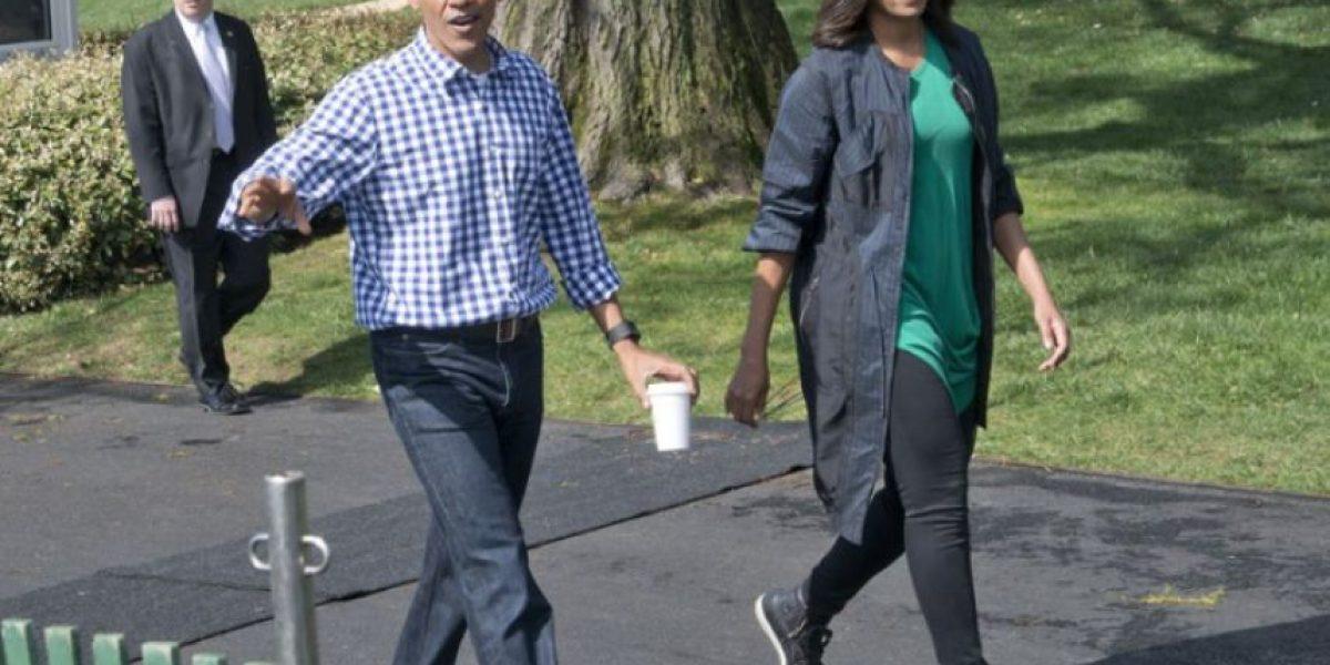 Michelle Obama lució un vestido con zapatos Converse