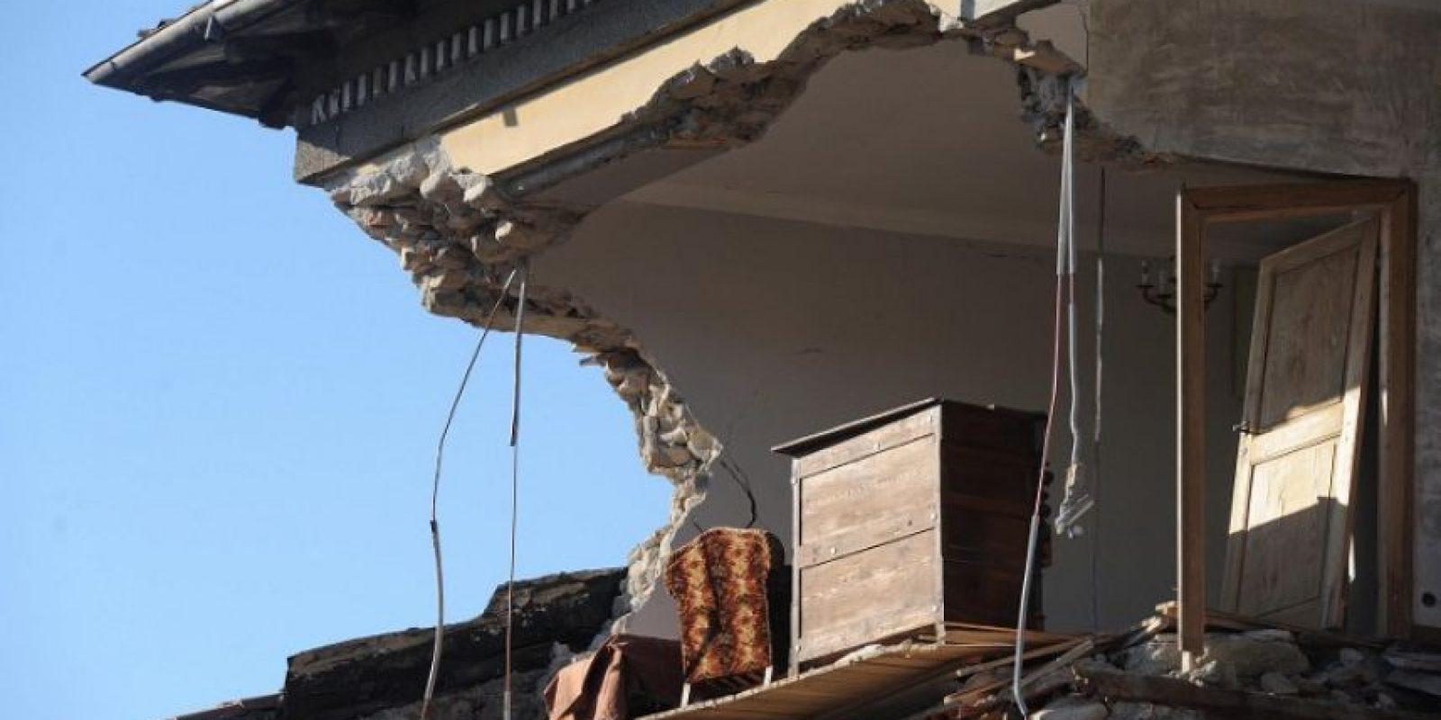 Italia, el segundo día bajo los escombros Foto:AFP