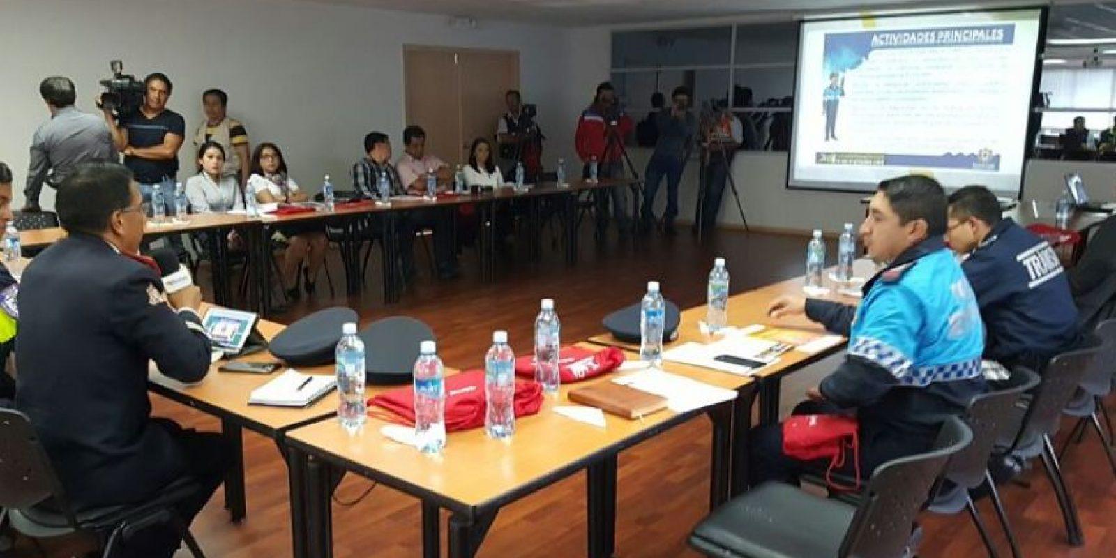 Autoridades en reunión para definir detalles de la organización. Foto:CORTESÍA