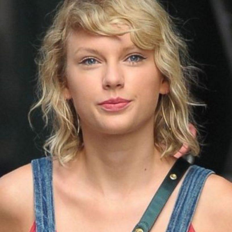 Taylor lució distinta en esta foto Foto:Grosby Group