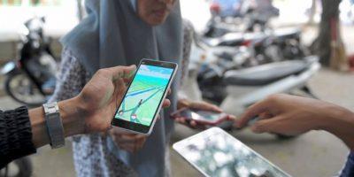 Pokemon Go utiliza la red de satélites de Sistema de Posicionamiento Global (GPS) para crear mapas de las áreas alrededor de los dispositivos móviles de mano que utilizan la aplicación. Foto:Getty Images