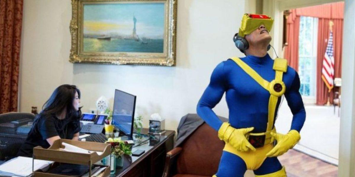 Foto de Barack Obama con casco de realidad virtual generó burlas