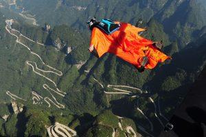 Los practicantes de este deporte estudian cada salto antes de realizarlo y solo si las condiciones son las adecuadas para hacer el salto, se realiza. Foto:Getty Images