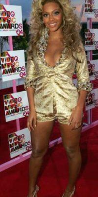 Beyoncé en 2004. Cuando todavía no se sabía vestir. Foto:Getty Images