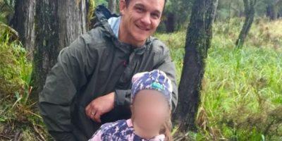 Johnny Yuile llevó a su hija de 8 años de cacería Foto:Facebook