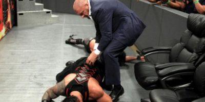 Nadie esperaba la llegada de Triple H Foto:WWE