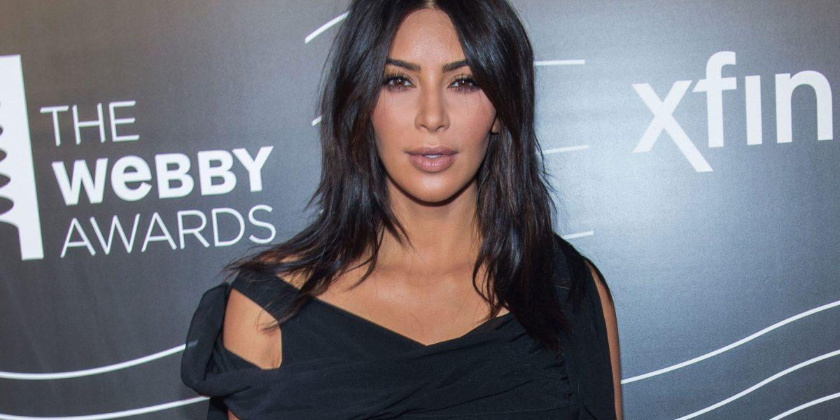 Kim Kardashian reaparece sin glamour a un mes del asalto