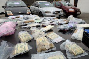 Drogas y dinero incautados en el operativo. API