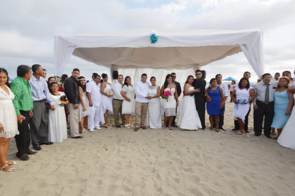 Municipio de Guayaquil celebrará matrimonio colectivo en playa Varadero