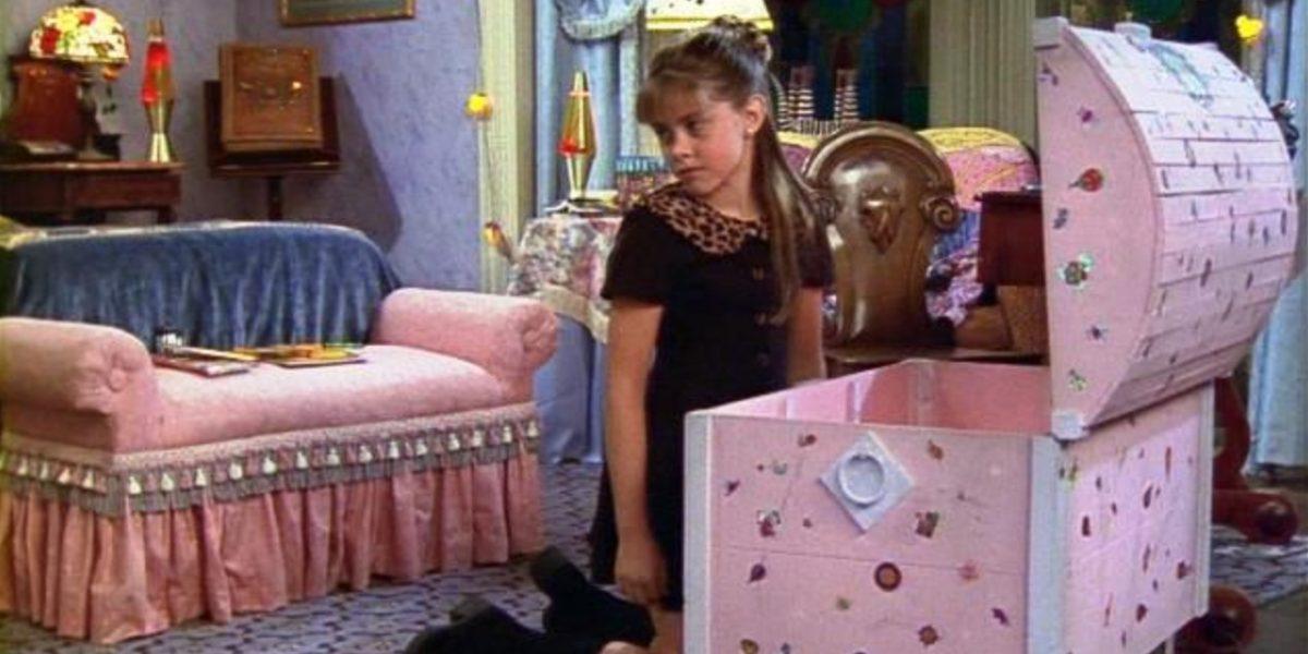Así luce Amanda, la prima de Sabrina la Bruja Adolescente a sus 30 años