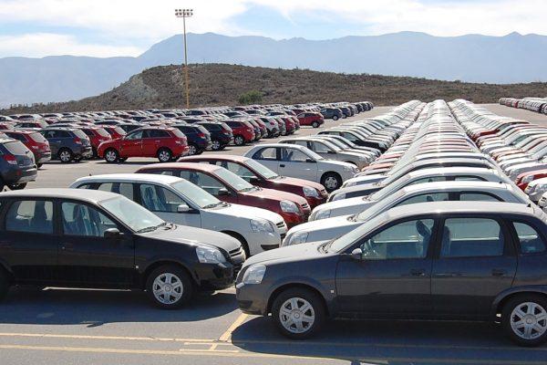 Cupos a la importación de autos se eliminarán en 2017