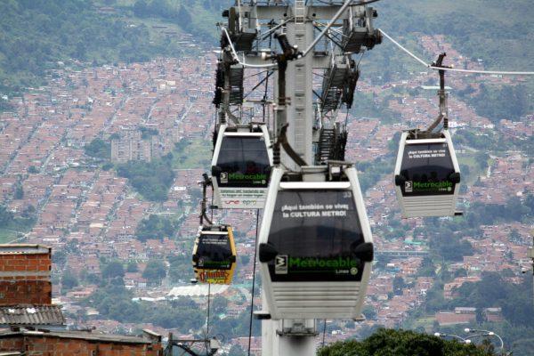 Se invita al Cuerpo de Ingenieros del Ejército para construir QuitoCables