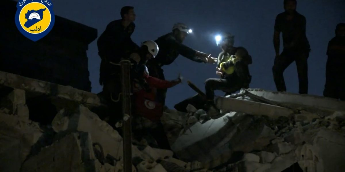 22 muertos en bombardeo cerca de escuelas de Siria