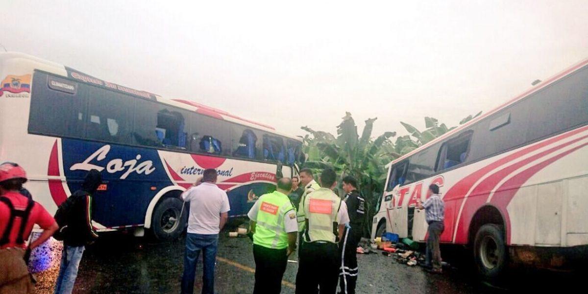 Un muerto y 47 heridos dejó choque de buses en Machala