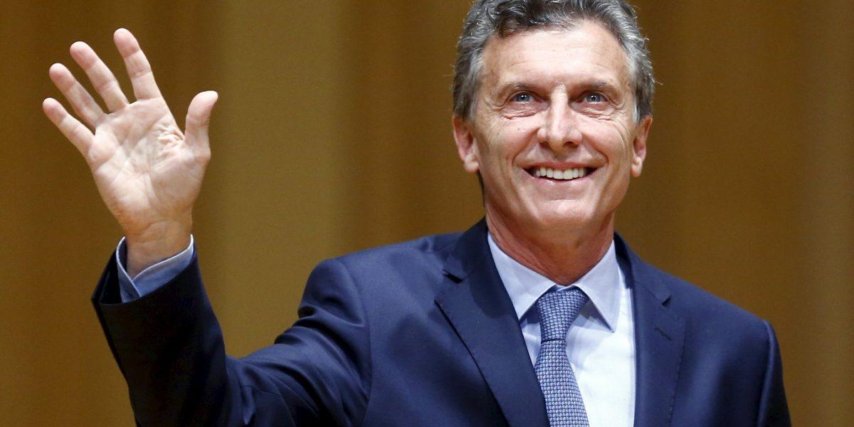 Macri felicita en Twitter a Santos por obtener Premio Nobel de la Paz