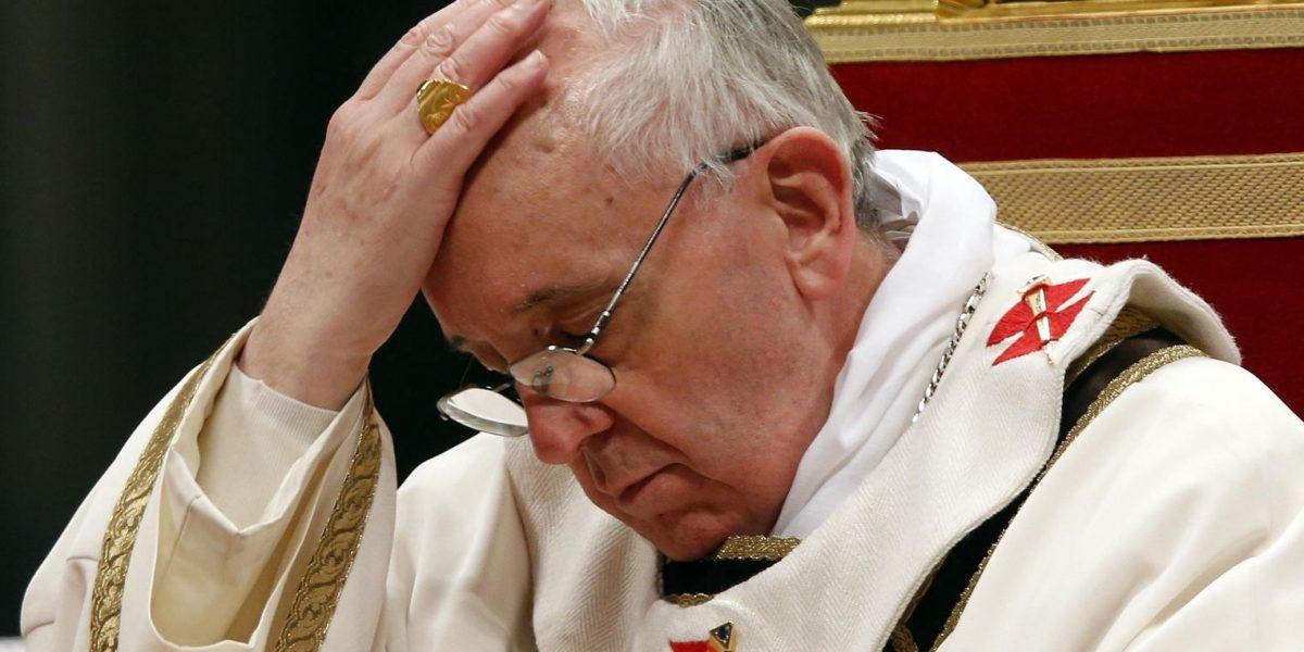 El papa está triste por boda entre dos monjas en Italia