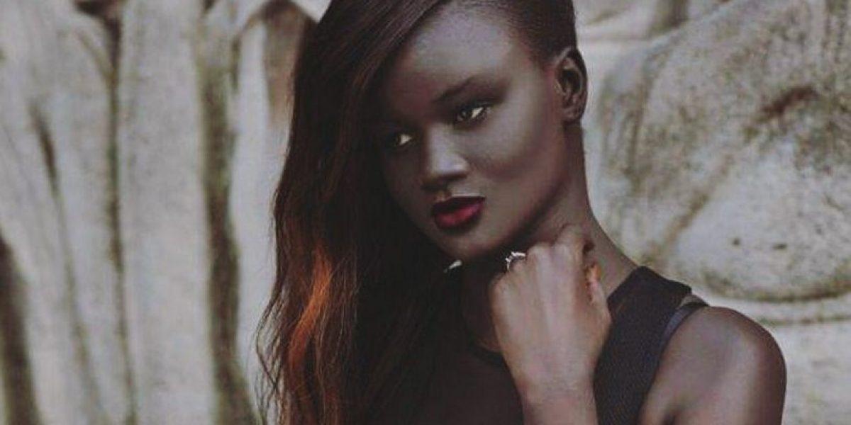 Modelo africana impacta redes por su llamativo tono de piel
