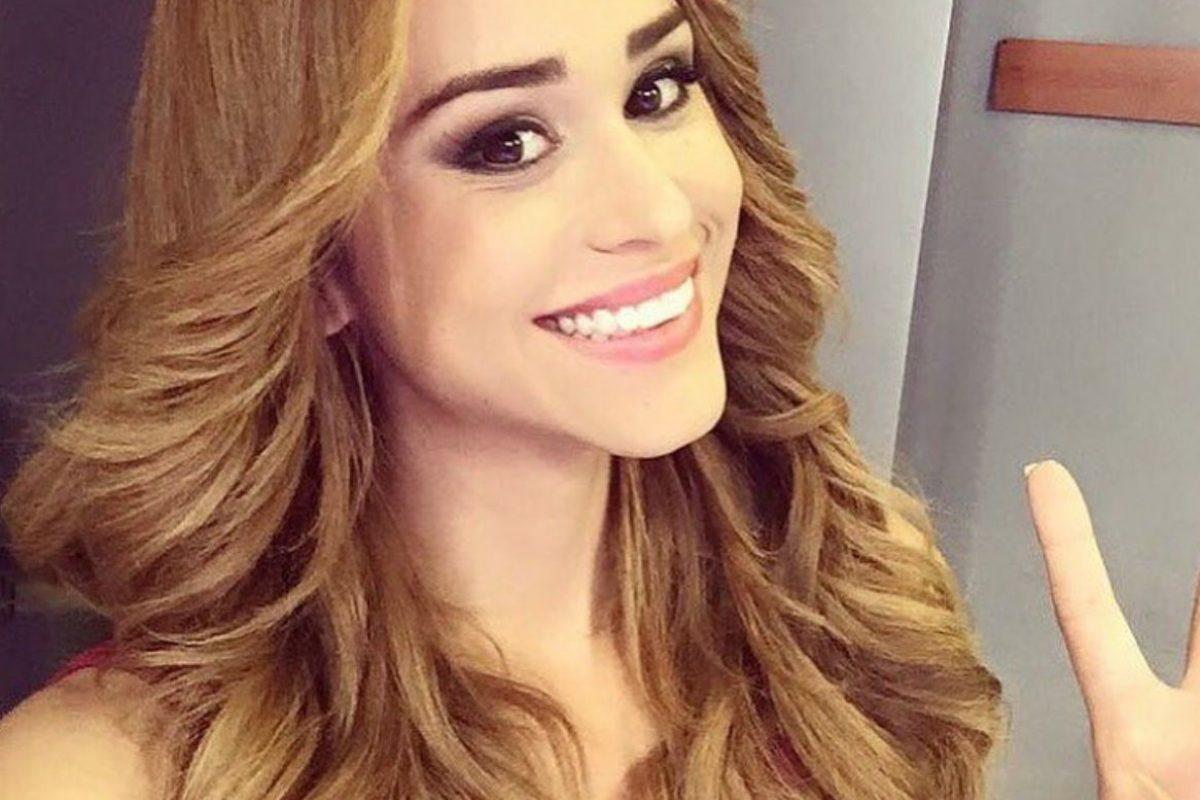 """Yanet García: Falla de vestuario deforma el derrière de la """"chica más guapa del clima"""". Imagen Por: Instagram"""